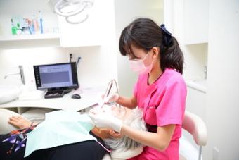 口腔内チェックとプラーク(歯垢)、歯石の除去