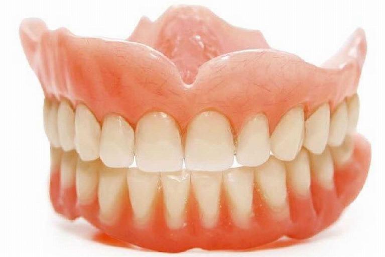保険適用の入れ歯(レジン床義歯)
