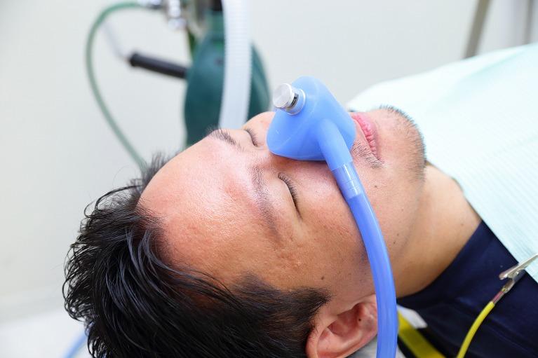 こわくない、不安の無いインプラント治療の為に「笑気ガス鎮静法」